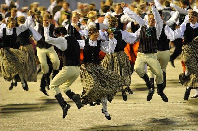 Pirmajās divās stundās pārdoti teju 20 000 biļešu uz Dziesmu un deju svētku pasākumiem